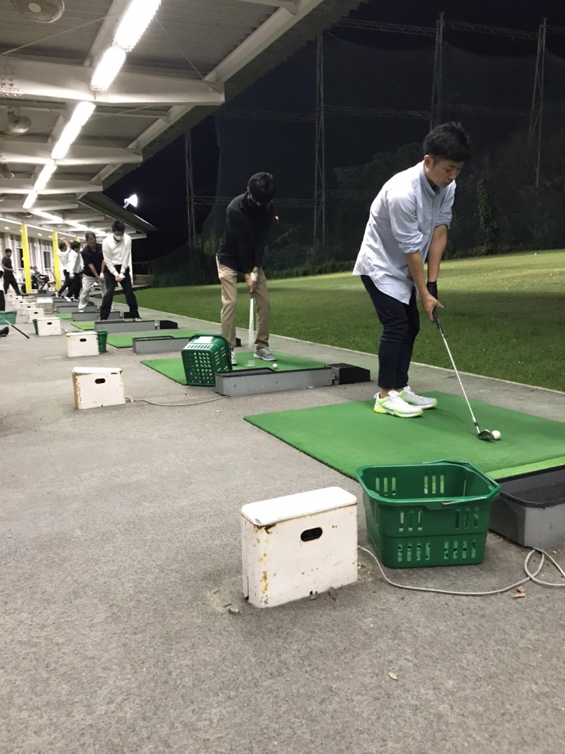 ゴルフ始めました!!